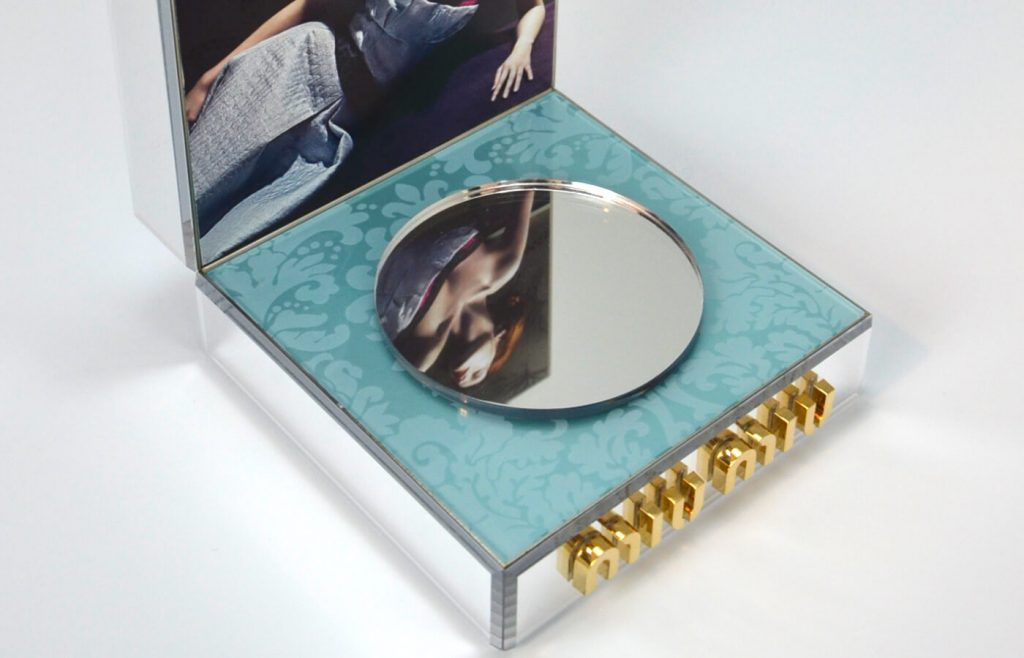 Refined mirror effects for L'eau Blue Miu Miu