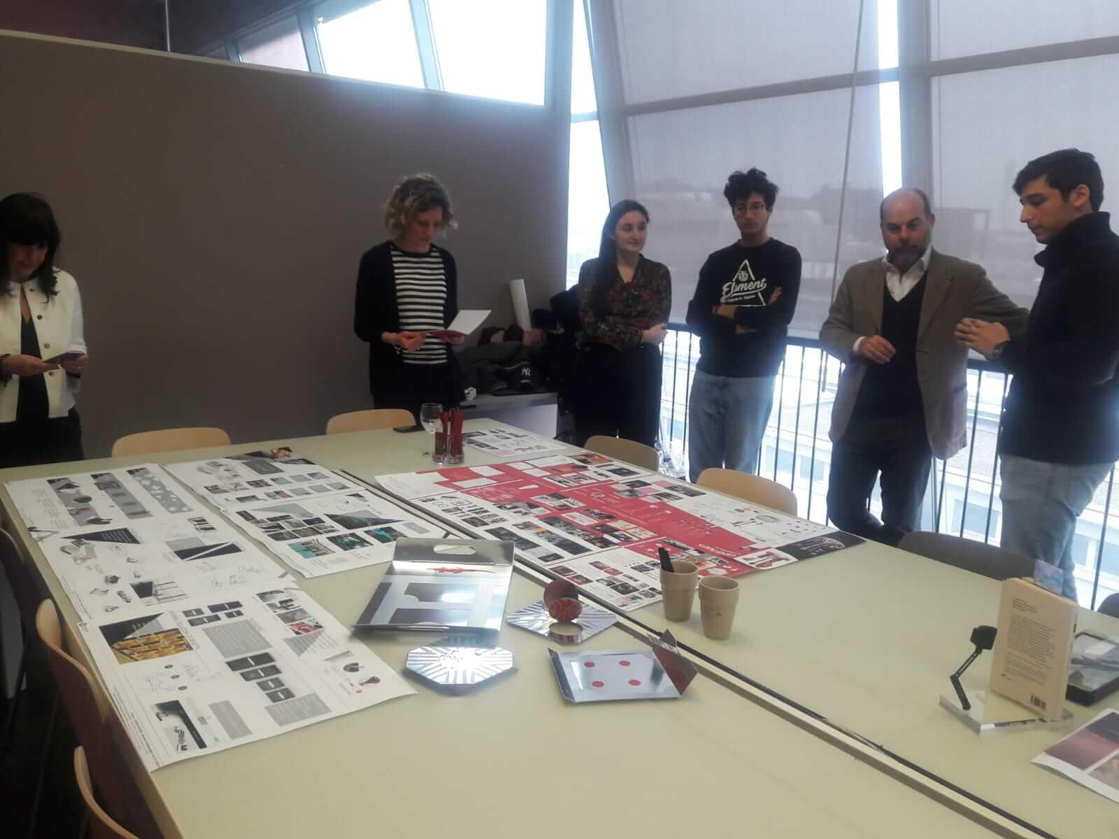 Lettera g e scuola del design del politecnico di milano di for Politecnico milano design della moda